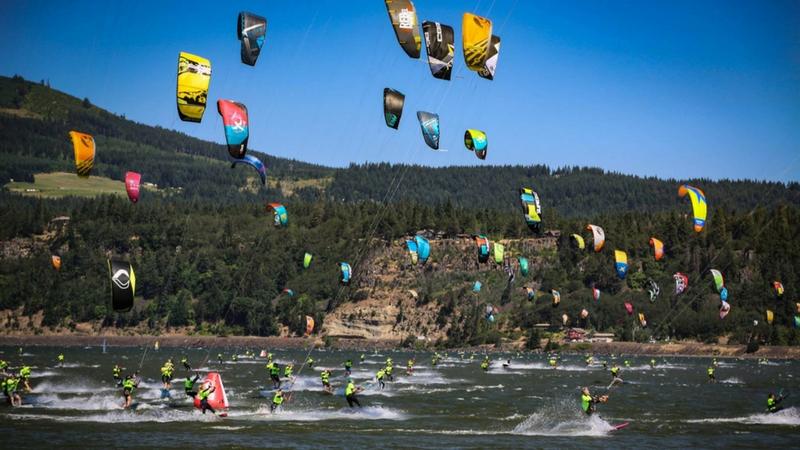 Kitesurfing the Columbia
